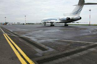 Пассажирский самолет совершил аварийную посадку в аэропорту Южно-Сахалинска