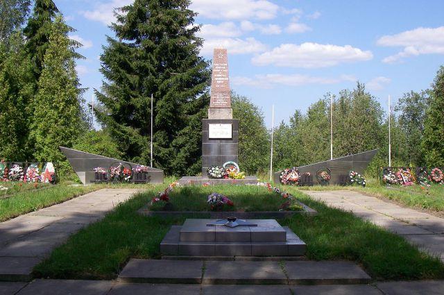 Мемориал павшим воинам в Синявино.