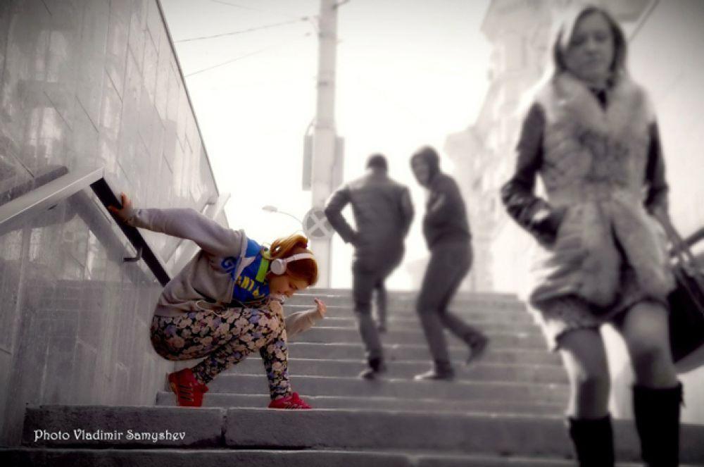 Виктория Флоря танцует в стиле хип-хоп.