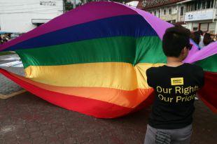 Несанкционированный гей-парад в Москве закончился потасовкой