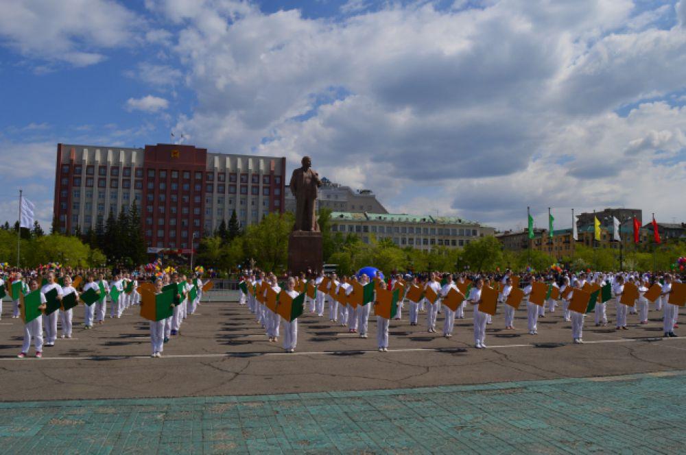 Концерт - поздравление творческих коллективов города.