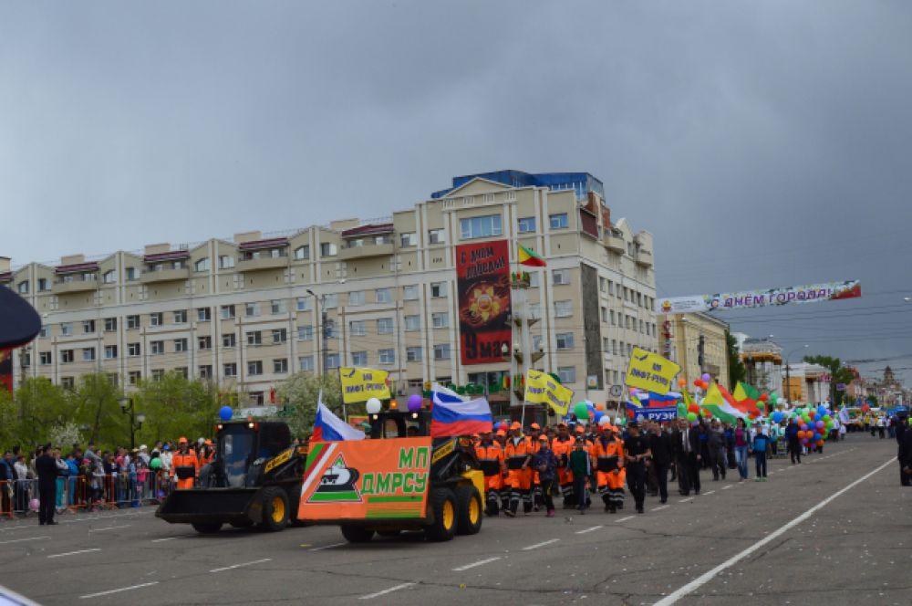 На Центральной площади Читы - представители коммунальной службы.