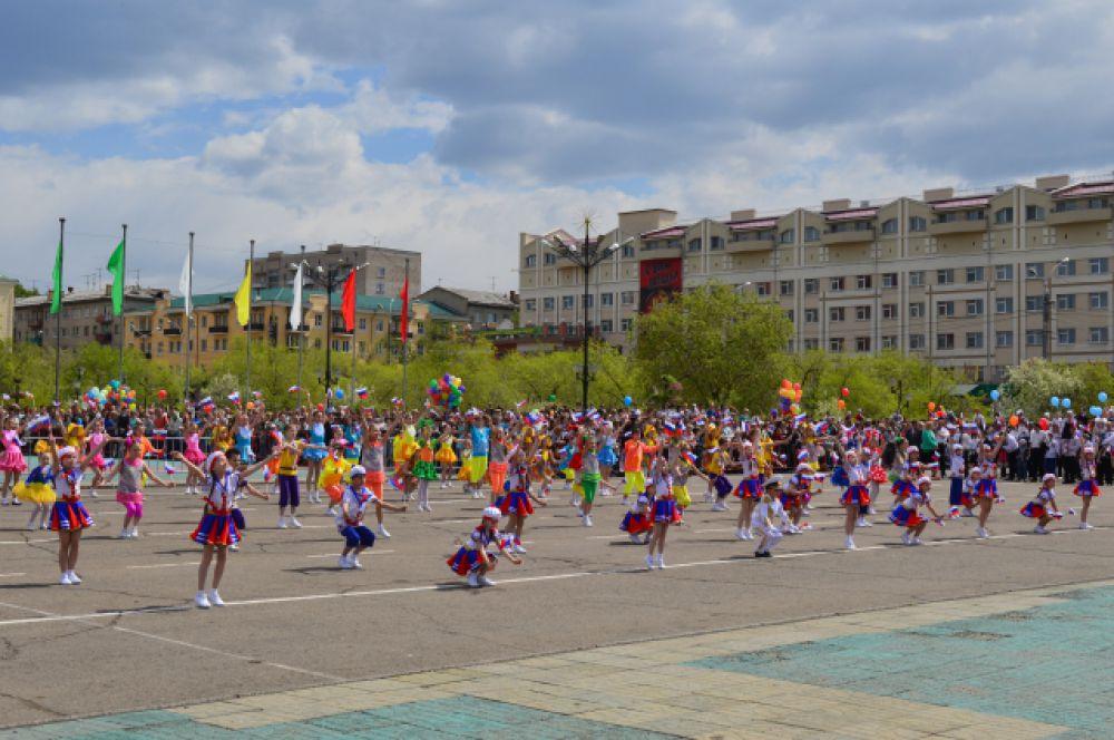 Юные дарования на Центральной площади Читы.