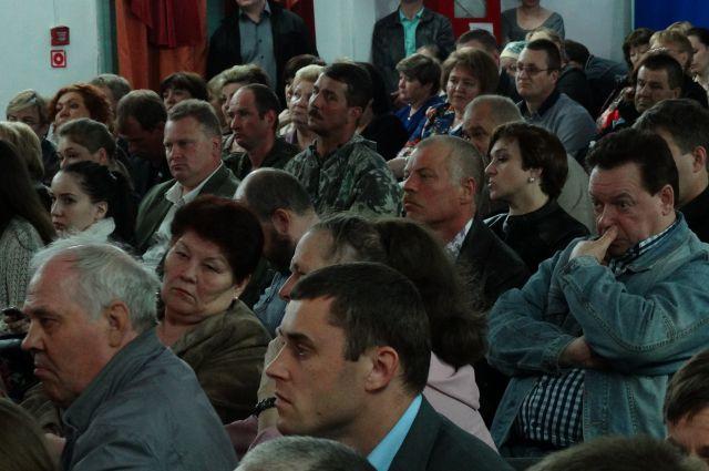 Жители Горноправдинска на встрече с Натальей Комаровой.