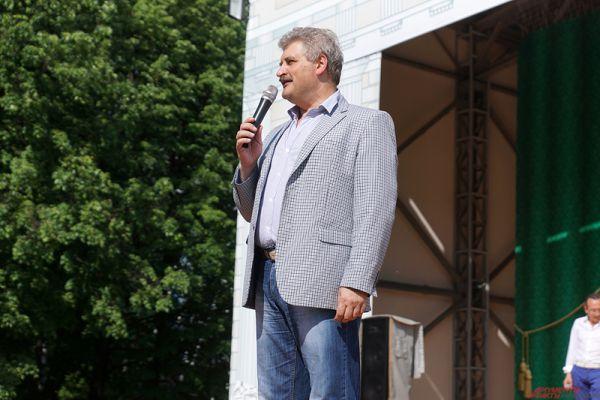 Перед зрителями с речью выступили министр культуры края Игорь Гладнев и генеральный директор парка Горького Рашид Габдуллин.