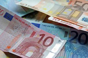 Премьер Чехии: нужно подтянуть экономику перед вступлением в еврозону