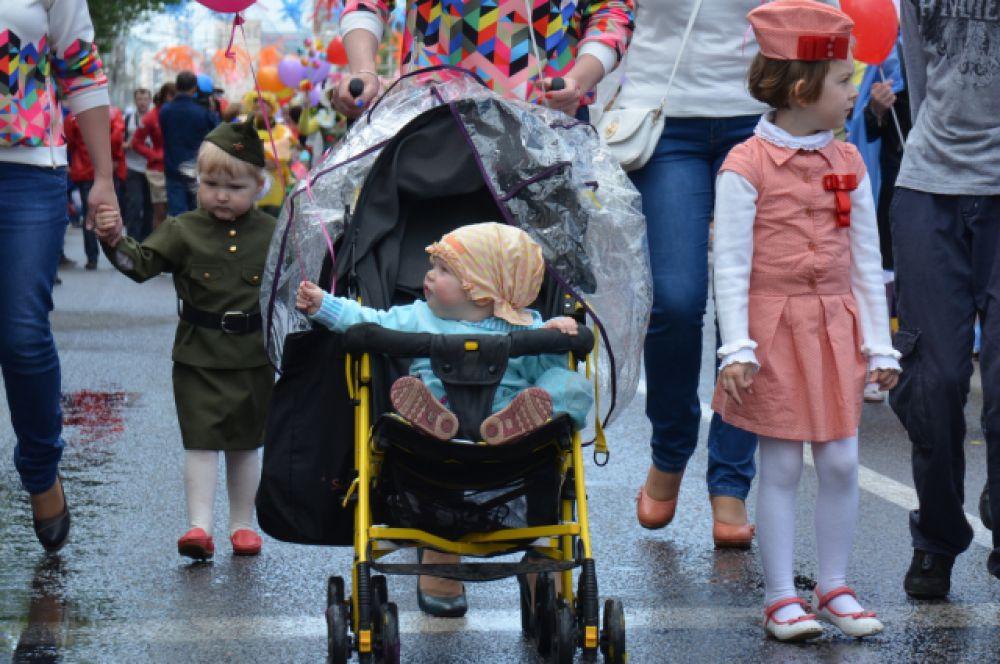 Первый в жизни карнавал лучше наблюдать из коляски