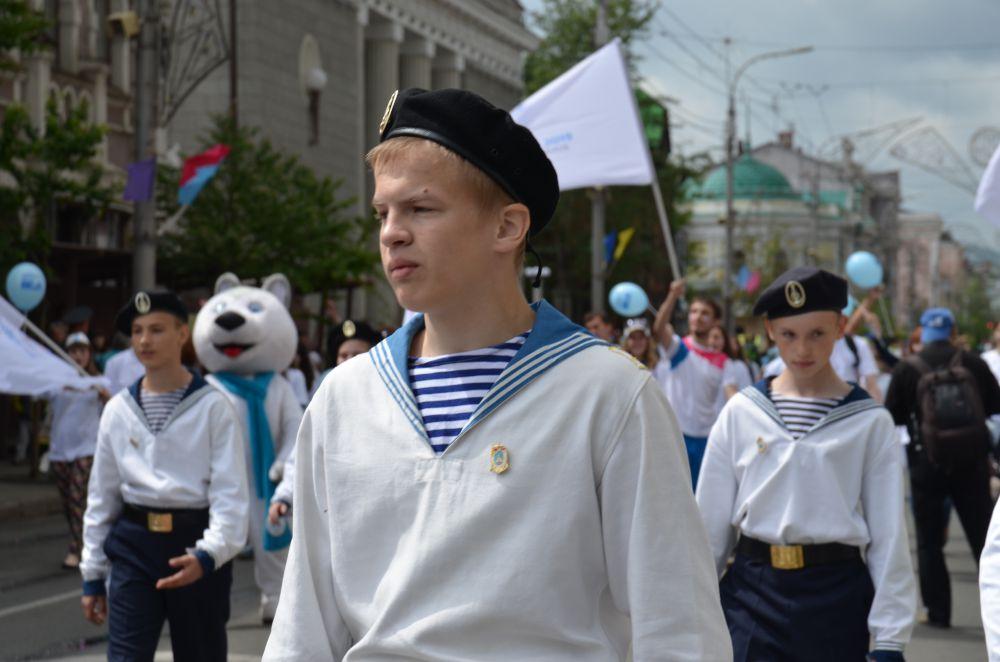 Будущим морякам детский карнавал кажется слишком детским
