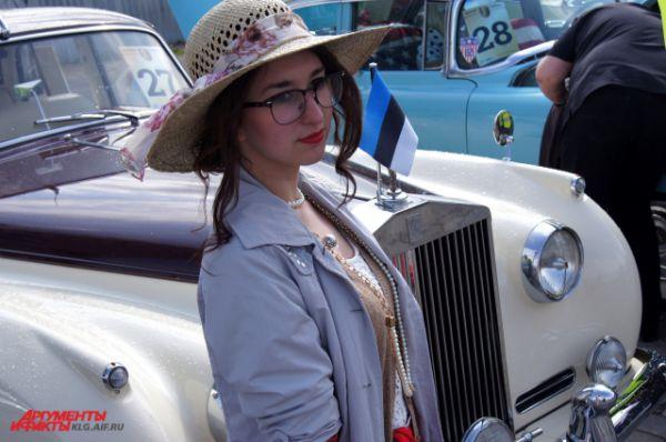 ... и истории автомобилей и моды.