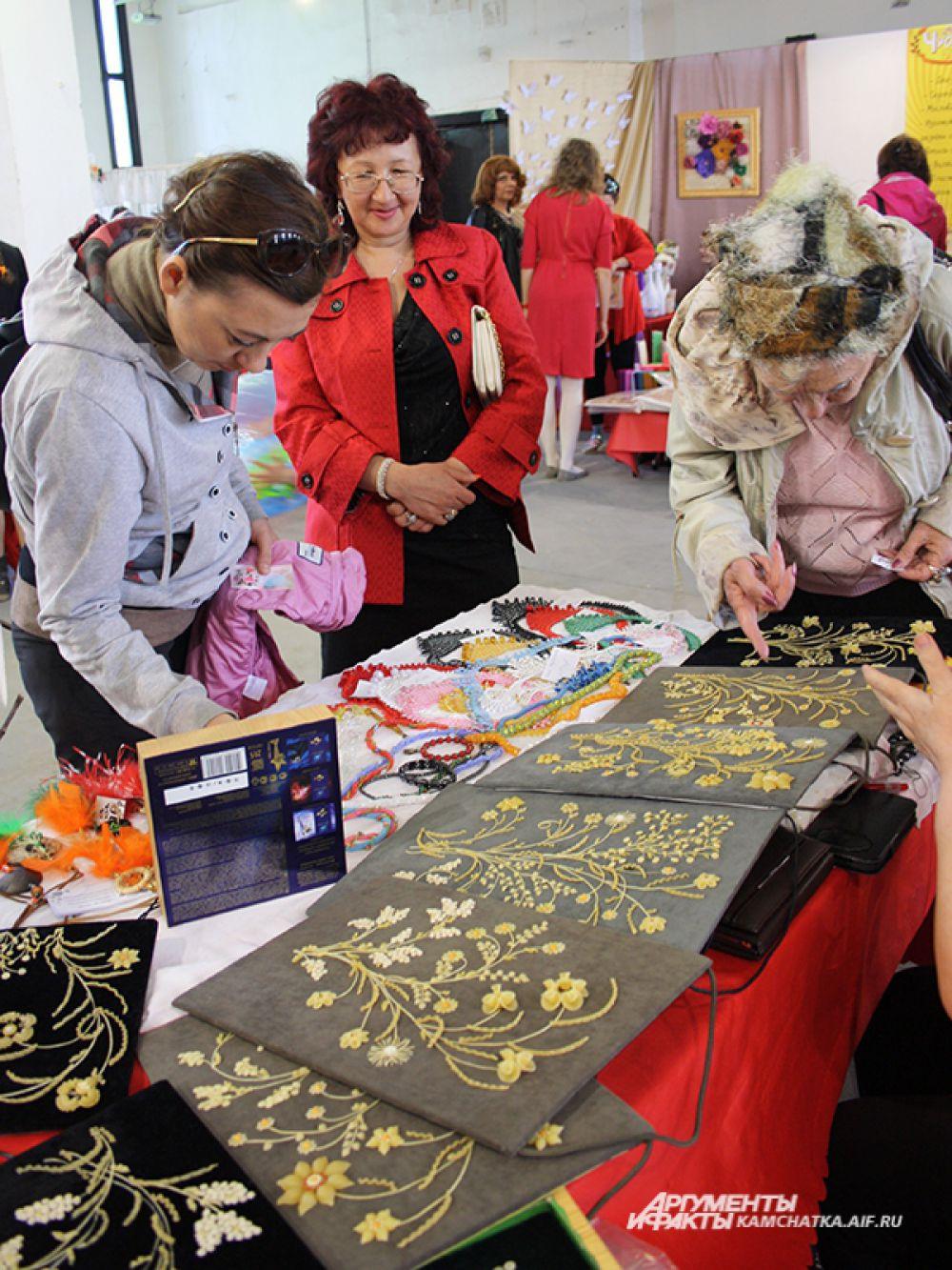 Картины из макаронных изделий удивили гостей фестиваля.