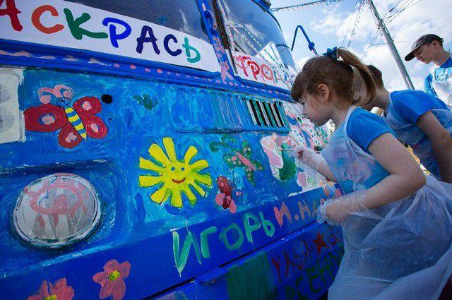 Дети разукрасили троллейбусы, которые скоро выйдут на маршруты.