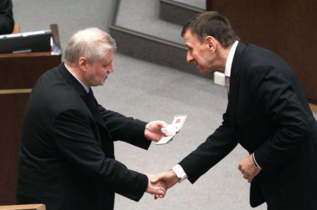 сенатор Ефим Малкин (справа)