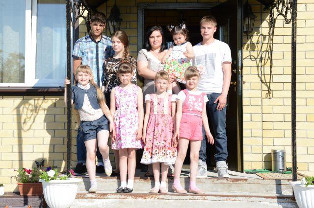 Татьяна Полуянова с детьми.