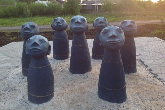 Прокопчане и гости города активно фотографируются с новым арт-объектом.