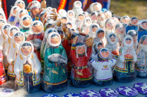 Сувениры для гостей и участников фестиваля.