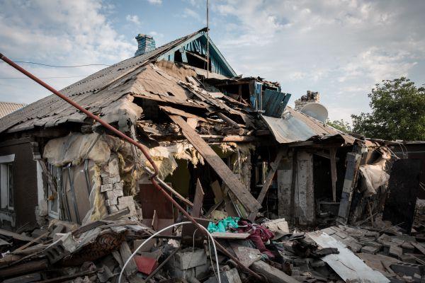 Дом, разрушенный в результате обстрела украинскими силовиками в Горловке.