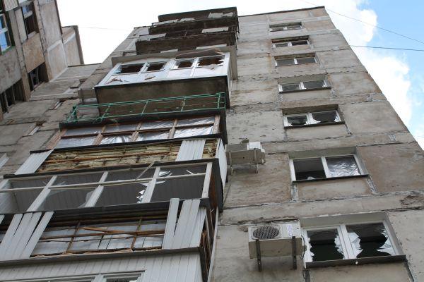 Жилой многоквартирный дом, пострадавший в результате обстрела города Горловки Донецкой области.
