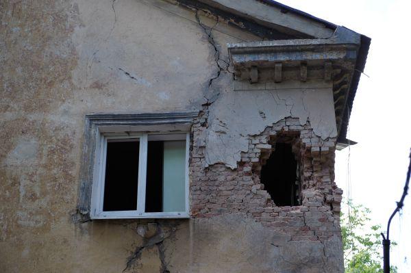 Жилой дом на улице Коксохимическая в Донецке, пострадавший во время обстрела.