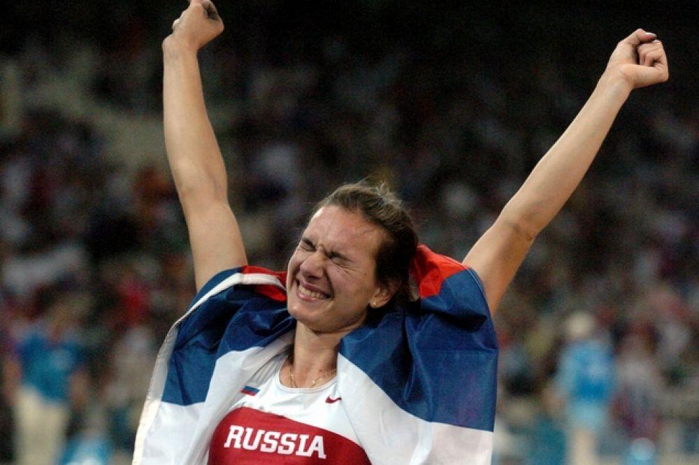 Самой успешной Олимпиадой для Исинбаевой стали игры в Пекине. 18 августа 2008 года спортсменка завоевала золотую медаль. При этом она сначала установила Олимпийский рекорд (4,95 метра) а затем мировой (5,05 метра).