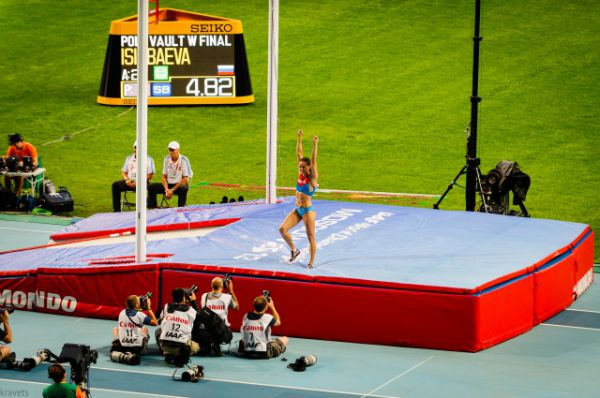 13 августа 2013 года на домашнем Чемпионате мира по лёгкой атлетике Елена взяла золото. После этого она заявила, что делает перерыв в своей карьере для того, чтобы заняться семьей.