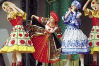 """Ансамбль """"Мозаика"""" показал русский народные танцы."""