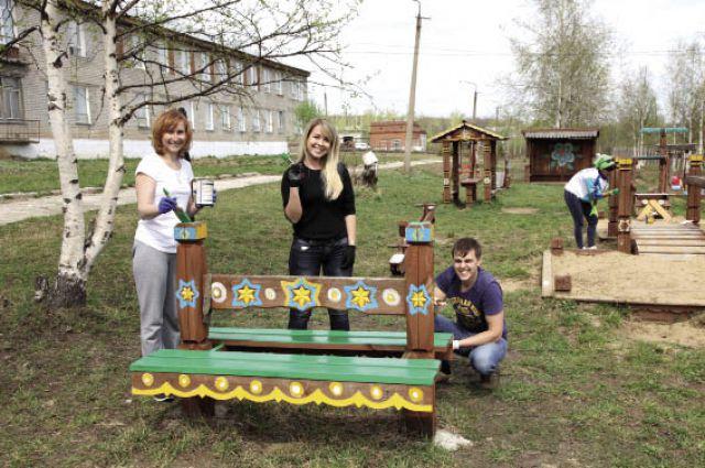 Субботник в Рудничном детском доме открыл череду благотворительных мероприятий.