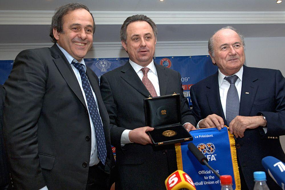 2009 год. Президент УЕФА Мишель Платини, президент РФС Виталий Мутко и президент ФИФА Йозеф Блаттер (слева направо) в на пресс-конференции, посвященной очередному розыгрышу Кубка Содружества.