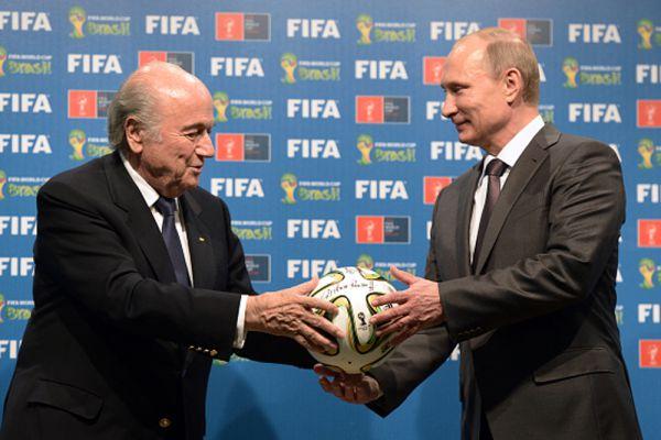 2014 год. Президент России Владимир Путин и президент Международной федерации футбола (ФИФА) Йозеф Блаттер.
