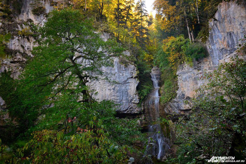 Университетский водопад.