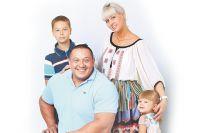 Михаил Кокляев с семьей.
