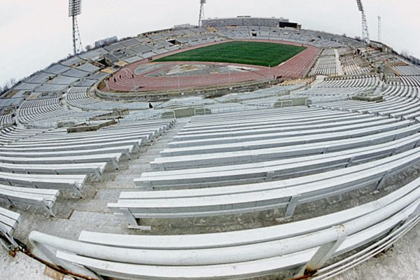 Трибуны и игровое поле Центрального стадиона «Динамо» в Москве. 1980 год.