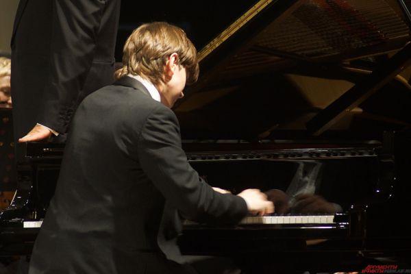 Солист - Даниил Харитонов, фортепиано.