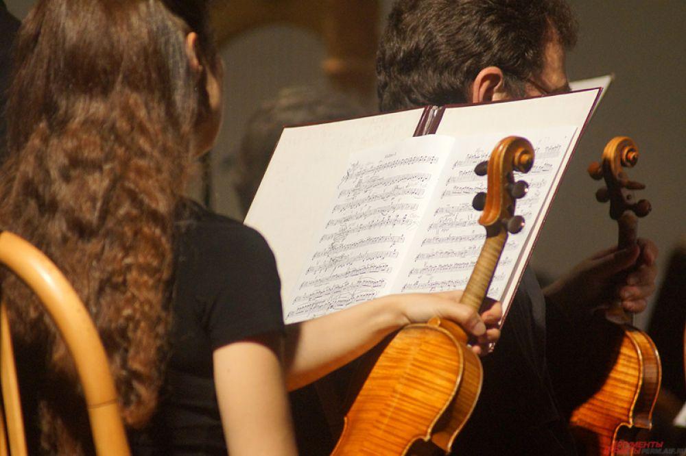 Маэстро дирижирует Национальным филармоническим оркестром России.