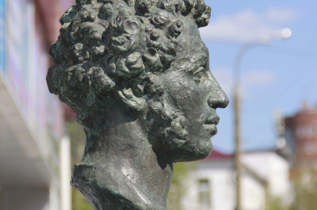 Бюст Пушкина можно увидеть в районе Автовокзала.