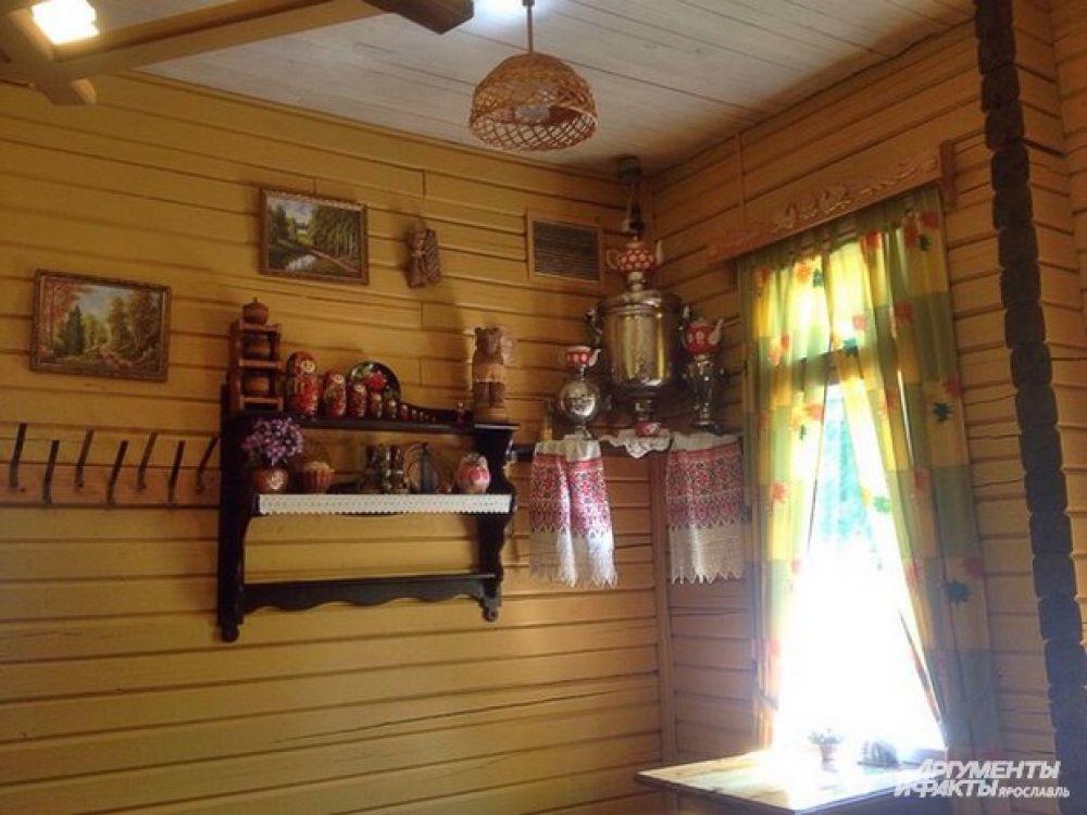 В кафе «Избушка» традиционно можно отведать русскую кухню и оценить достоинства наших национальных блюд