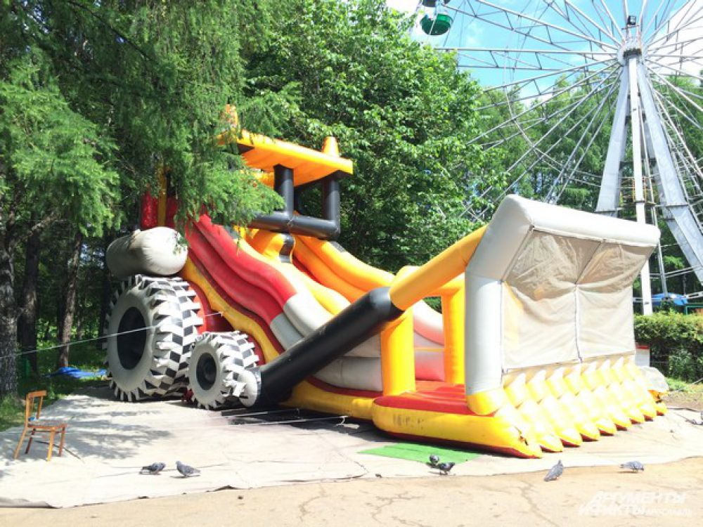 "Батут ""Трактор"", парк ""Нефтяник"""