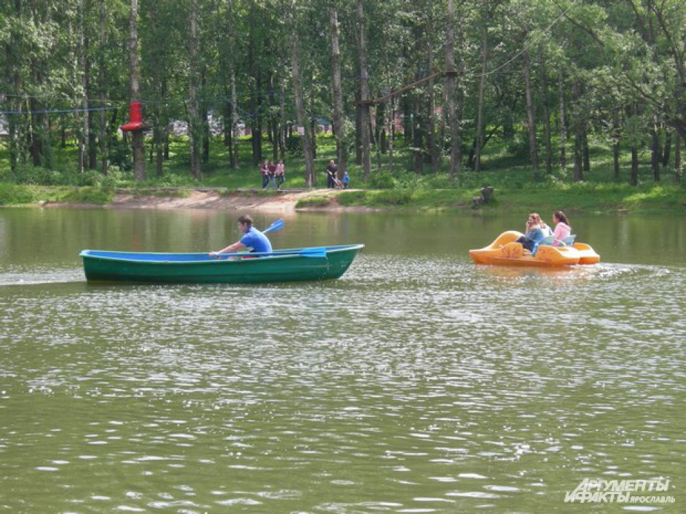 "Катамараны в парке ""Нефтяник"""