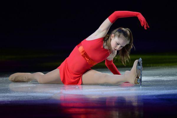 Юлия Липницкая во время показательного выступления на Чемпионате мира по фигурному катанию 2014 года в Сайтаме.