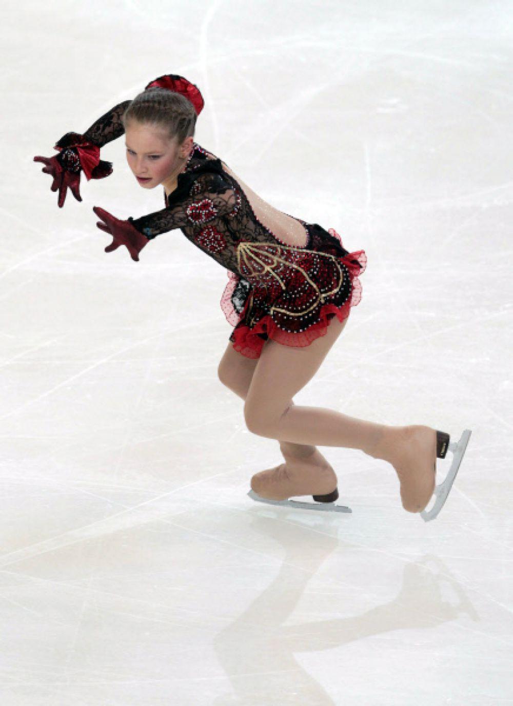 Юлия Липницкая исполняет произвольную программу на чемпионате России по фигурному катанию в Саранске. 2010 год.