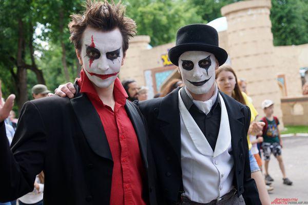 Уличный театр – это синтез театра, цирка, музыки и хореографии, действие которого перенесено со сцены на улицу.