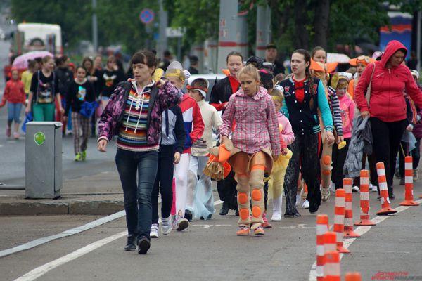 Парад участников состоялся на пешеходной части улицы Ленина.