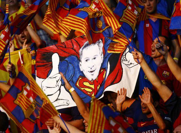 Болельщики «Барселоны» верят, что их супергерой решит итог матча.