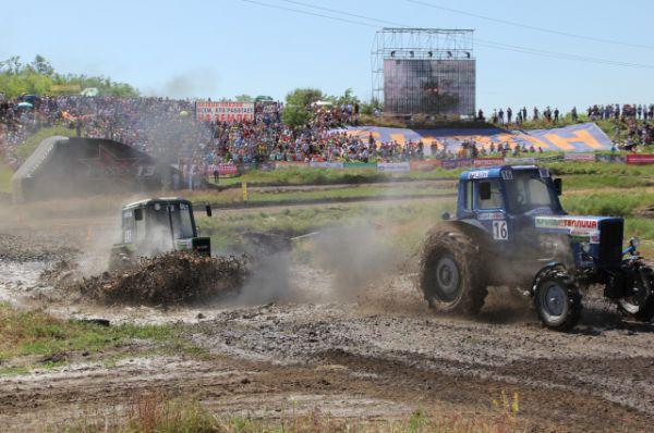 В гонках участвовали 28 механизаторов из Ростовской, Московской, Свердловской областей, Краснодарского и Ставропольского краев, а также из Республики Крым.