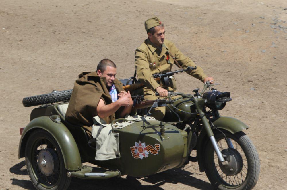 Любители раритета блеснули на мотоцикле с коляской времён Великой Отечественной войны.