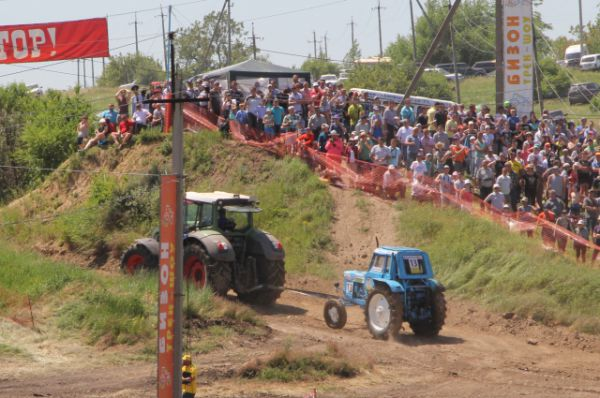 Потерпевший трактор эвакуировали. Для №13 гонка завершилась. Водитель не пострадал.