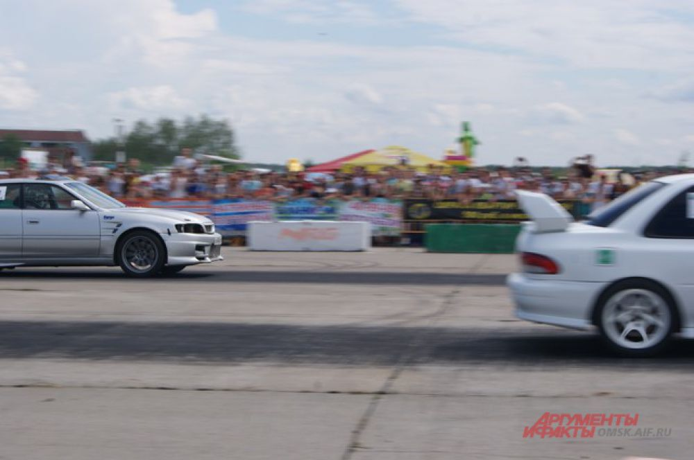 В Омске прошёл открытый Кубок Сибири по дрэг-рейсингу.