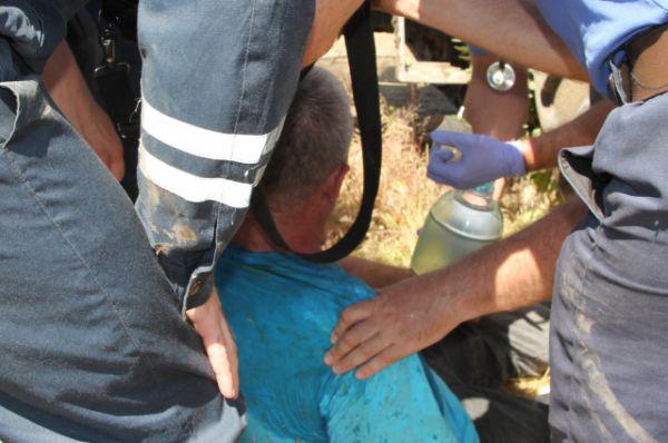 Игорю Гайнулину дают дышать кислородной маской, обливают холодной водой. в 2014 году этот отважный гонщик из Крыма занял третье место.