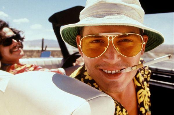 В 1990-м Депп снялся у гуру трэш-кинематографа Джона Уотерса. Фильм «Плакса» был своего рода неучтивой пародией на «Тюремный рок» с Элвисом Пресли.