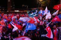 Сторонники правящей партии отмечают победу на выборах.