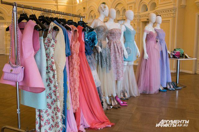 От туфель до платья. Выбираем с Эвелиной Хромченко наряд для выпускного a06ee82dec7
